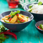 thai-green-curry-chicken on turquoise table